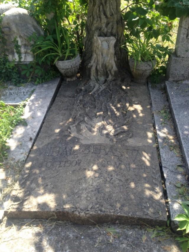 Mormântul lui Mihail Sebastian se află în Cimitirul Evreiesc Filantropia din București